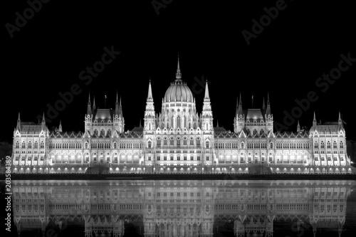 Canvas Boedapest beleuchtetes Parlamentsgebäude in Budapest mit Donau im Vordergrund
