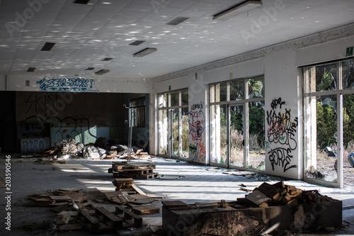 Fotobehang Oude verlaten gebouwen sala abbandono