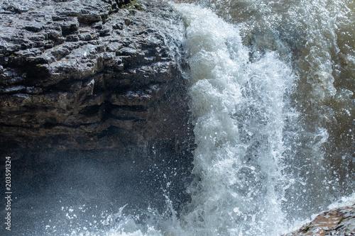 Aluminium Bergrivier Waterfall. A fast mountain river.