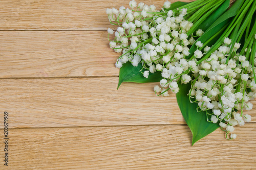 Aluminium Lelietjes van dalen Flowers of the lily of the valley on a wooden table