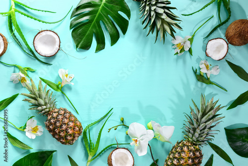 Leinwanddruck Bild Summer tropical theme background, flat lay composition with a space for a text
