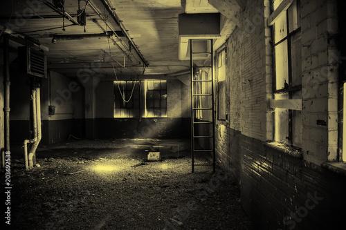 Fotobehang Oude verlaten gebouwen Abandoned warehouse interior