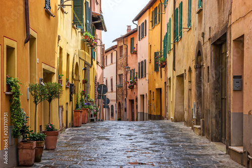 Fotobehang Toscane Beautiful alley in Tuscany, Old town Montepulciano, Italy