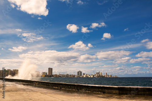 Aluminium Havana Promenade of the Malecon of Havana with crashing waves