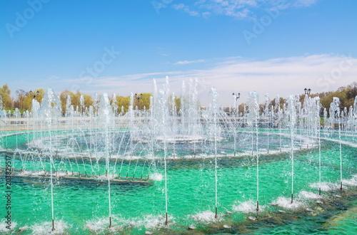 Plexiglas Moskou Beautiful modern fountain in the city park