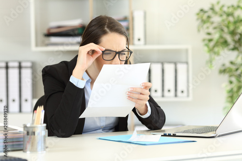 Office employee having eyesight problems © Antonioguillem
