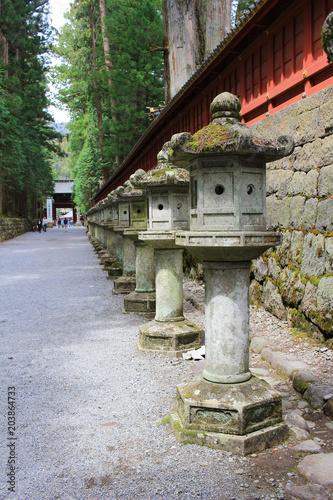 Plexiglas Boeddha Stone lanterns on the side of Toshogu Shrine