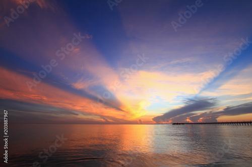 Aluminium Zee zonsondergang Beautiful sky on twilight time