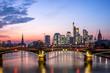 Frankfurt am Main Skyline im Sonnenuntergang