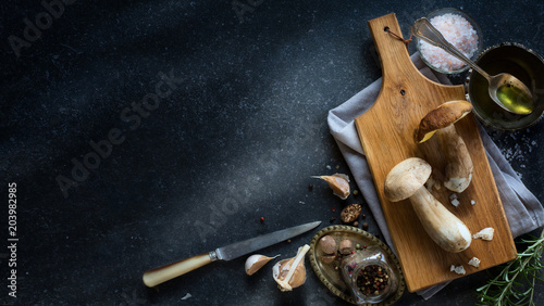 Fototapeta fresh forest mushroom; Italian cooking recipes background