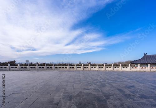 Fotobehang Lavendel empty floor with city skyline