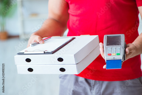 Pizza delivery being paid with pos and credit card - 204183521