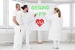 Gesund und Fit, drei Ärzte vor einem Flipboard, Konzept Gesundheitswesen