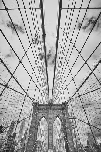 czarno-bialy-obraz-z-brooklyn-bridge-nowy