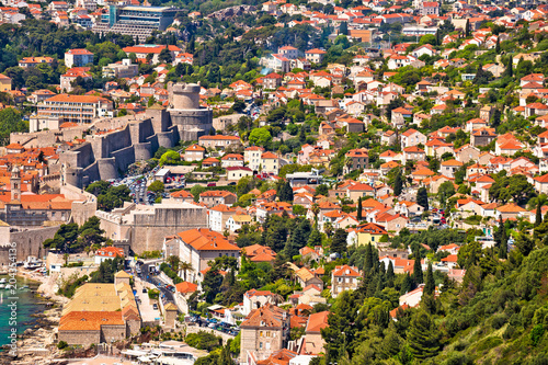 Leinwanddruck Bild Dubrovnik waterfront houses and strong city walls view