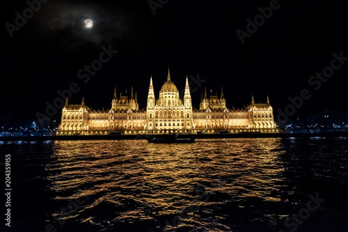 Canvas Boedapest View of the night Parliament of Budapest