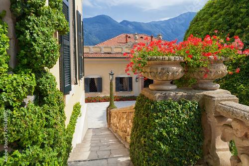 Foto Murales View of classic terrace in the park of Villa del Balbianello, Lake Como, Lenno, Lombardia, Italy