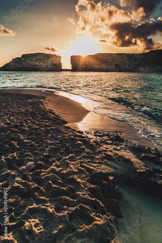 Aluminium Zee zonsondergang Comino Island in Malta on December 2017. Blue Lagoon