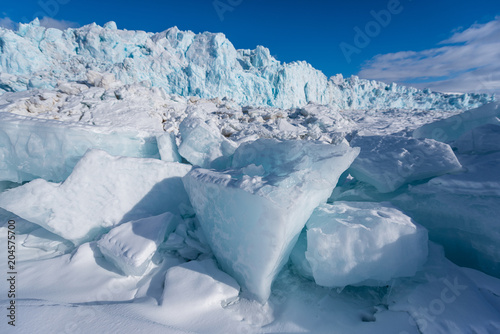 Aluminium Blauwe jeans norway landscape nature of the glacier mountain of Spitsbergen Longyearbyen Svalbard arctic winter polar sunshine day sky