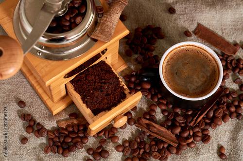 Canvas Koffiebonen coffee beans, black Cup, coffee grinder and cinnamon