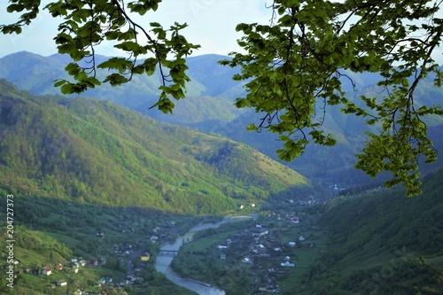 Aluminium Bergrivier вид на деревню среди гор