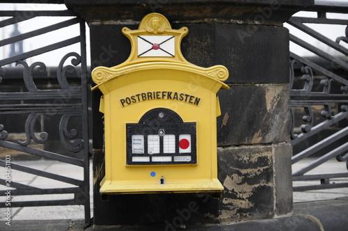 Skrzynka pocztowa na moście Augusta, Drezno, Wolne Państwo Saksonia, Niemcy, Europa