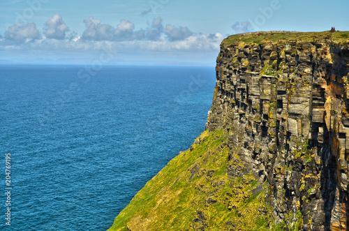 Fotobehang Blauwe jeans Ireland Cliffs of Moher Atlantic ocean