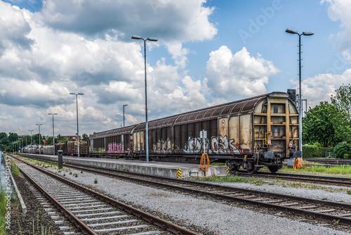 Güterwagen im Bahnhof