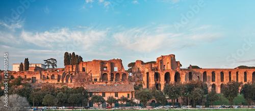 Rzym, Domus Severiana i Świątynia Apolla Palatyn widziana z Circus Maximus