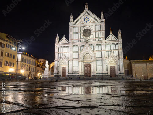 Fotobehang Florence Basilica di Santa Croce at night in Florence, Italy