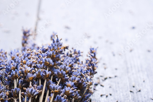 Aluminium Lavendel Dried lavender bunch variation on black wooden table background