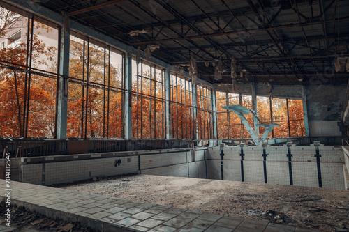 Plexiglas Oude verlaten gebouwen swimming pool