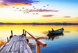 los colores del amanecer en el lago  - 204941144