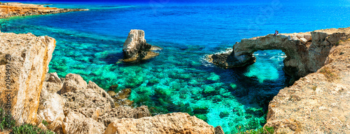 Fotobehang Freesurf Outstanding beauty and cystal clear waters of Cyprus. arch bridge near Agia Napa