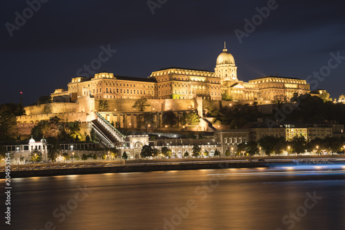 Canvas Boedapest Night view of Royal Palace (Buda Castle) with illumination and Danube river