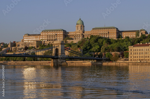 Canvas Boedapest View at the Royal Castle of Budapest and the Szechenyi Chain Bridge. Center of Budapest and the River Dunayyat in the morning. One of the most beautiful cities in Europe. Hungary. European travel.