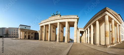 Foto Murales Panoramic image of Brandenburg Gate in Berlin, Germany, on a bright day
