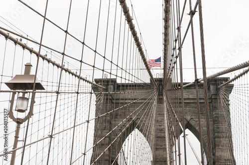 Fotobehang Brooklyn Bridge Brooklyn Bridge standing