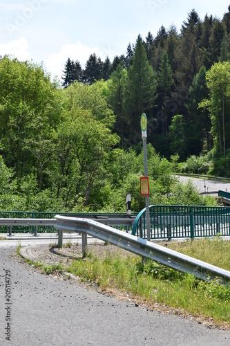Plexiglas Pistache Bushaltestelle im Nirgendwo