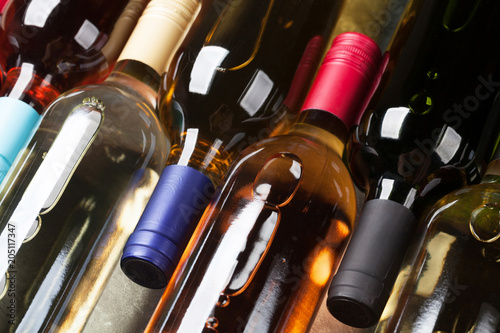 Red, rose and white wine bottles - 205117347