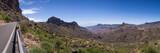 Straße in den Bergen auf Gran Canaria mit Roque Bentayga