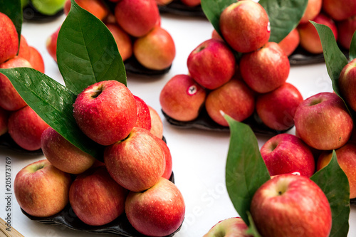 Foto Murales fresh apple fruit with green leave