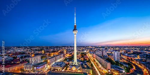 Leinwanddruck Bild Berlin Skyline mit Fernsehturm bei Nacht