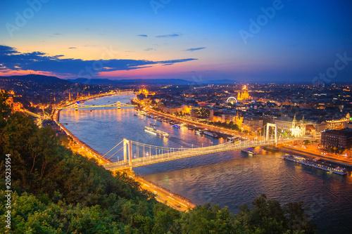 Fotobehang Boedapest Budapest Cityscape at Dusk