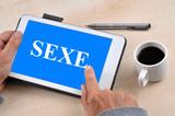 Connexion sur un site de sexe avec une tablette
