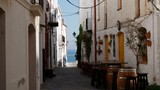 ruelle de Cadaqués - vue sur mer - espagne - costa brava