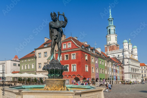 Fototapety, obrazy : Orpheus statue and Town Hall on old market square, Poznan, Poland.