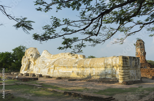 Canvas Boeddha The reclining buddha of wat lokaya sutha , Ancient sandstone Buddha in Ayutthaya Historical Park , Ayutthaya tourism location near Bangkok, Thailand