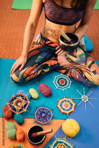 Aluminium School de yoga Meditation with knitting mandala in class