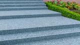 Moderne Außentreppe mit Beschichtung aus Steinteppich - Modern outdoor stairs with coating of stone carpet